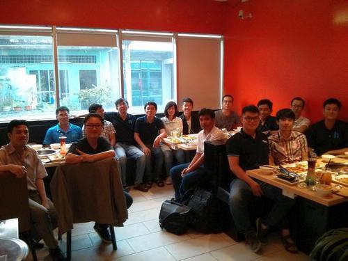 Duy và team Hoiio Việt Nam